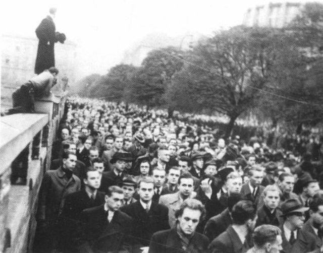 Митинг на похоронах студента-медика Яна Оплетала
