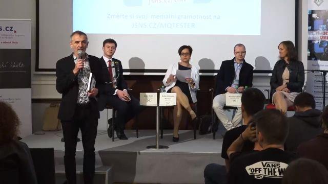 Na pražském gymnáziu v Přípotoční ulici diskutovali ve středu 22. května 2019 novináři se studenty o mediálních tématech