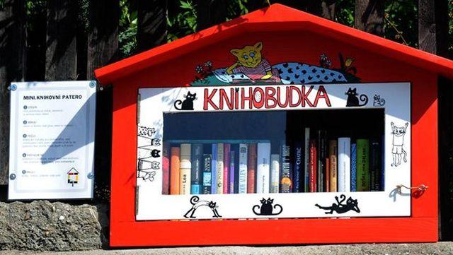 Dejte šanci na druhý život knihám, které už nechcete - pomohou KnihoBudky (KAMsNIM.cz.)