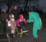 Šance pro inkluzi - Prahou plnou strašidel 2014 - Poznali jste na úvodní fotografii, že jedno z dětí je na vozíčku?