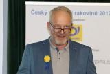 Moderátor Jan Kovařík: Pojďme vyzvat veřejnost, ať se aspoň na jeden den stane taky členem Českou kooperativní skupinu pro nádory hlavy a krku. Ať  přispěje – třeba 20 Kč  nebo jenom tím, že potřebné informace pošle dál (foto Jiří Majer)