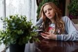 """U mladších dětí časté hovory s rodiči vyvolávají stesk po nich, ty starší zase věčně """"visí"""" na Facebooku... (ilustrační foto z fotobanky)"""