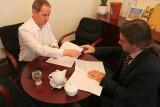 S předsedou hnutí Starostové a nezávislí (STAN)  Petrem Gazdíkem při podpisu Memoranda o podpoře činnosti spolků sdružujících děti a mladé lidi (foto Jiří Majer)