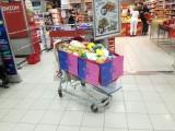V rámci dobrovolnické kampaně 72 hodin uspořádali její účastníci mj. v sarajevském nákupním centru Konzum charitativní sbírku jídla pro uprchlíky (foto RADAMBUK)