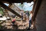 Česká a německá mládež společně opravuje kostel svaté Anny na Tachovsku