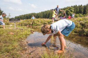 Program landartu myslí i na rodiny s dětmi (foto Petr Mikšíček)