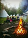 Prázdniny a táborové ohně, kamarádi a dobrodružství - to patří k sobě (foto Tomek Hurt)